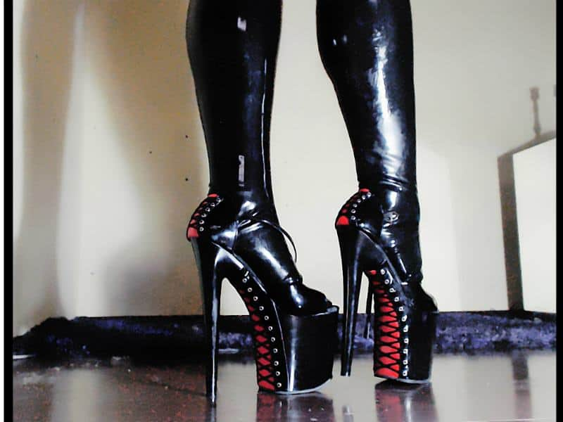 boot fetish, latex boots, fetish chats