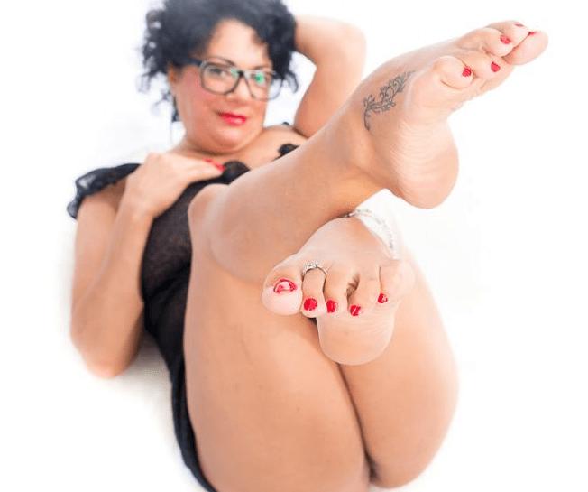 mature feet cams, older womens feet